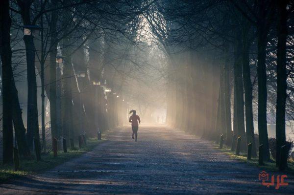 الجري في الظلام في المنام